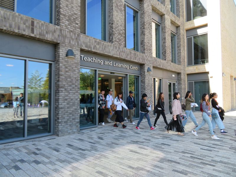 New students exiting the Teaching and Learning Centre